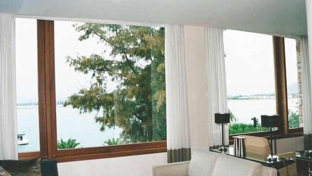 Fenêtres de salon en bois massif IROCO