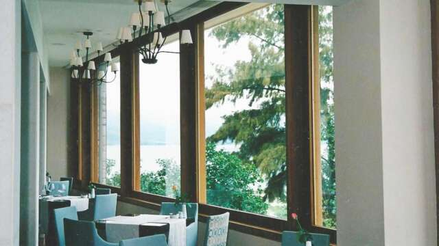 Glazing with IROCO solid wood