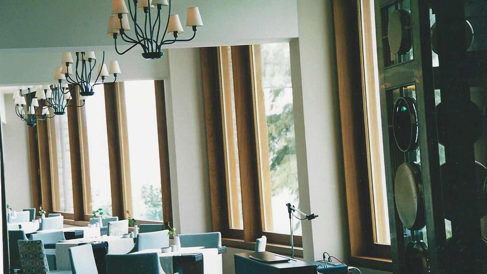 Παράθυρα ξενοδοχείου IROCO