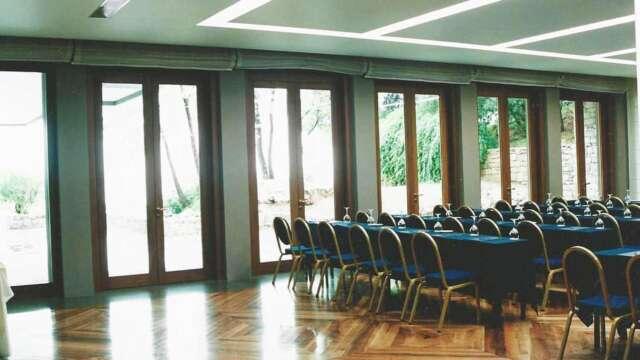 Εξωτερικές πόρτες IROCO συνεδριακού κέντρου