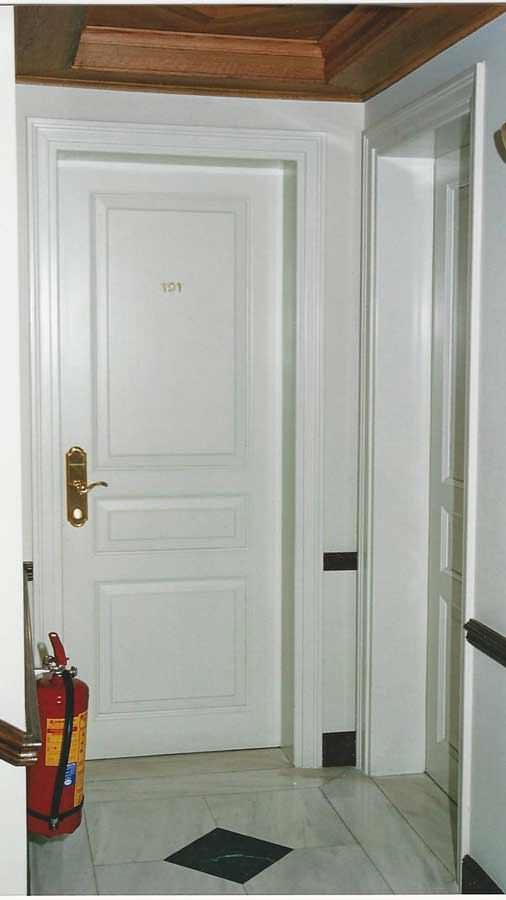 Εσωτερική πόρτα λάκα λευκή