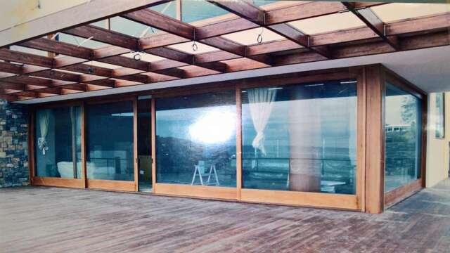 Porte extérieure, coulissante, à quatre châssis, 14m longue en bois NIAGON