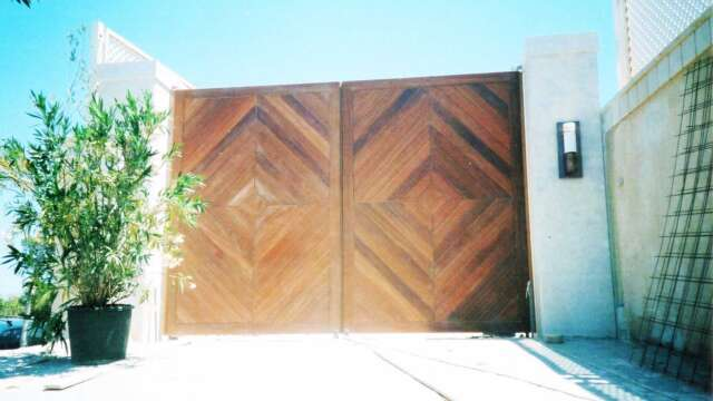 Dual sash electric gates of solid DOUSSIE