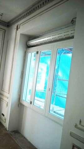 Fenêtre à trois feuilles / trois châssis avec rouleau- aspect intérieure