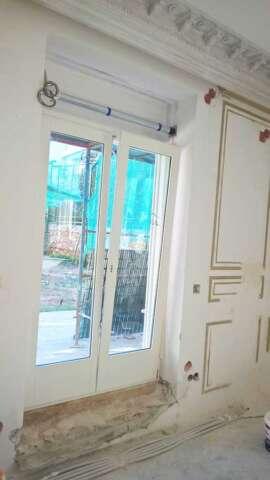 Portes du balcon basculants a' double châssis