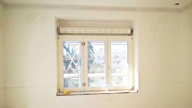 Τρίφυλλο παράθυρο με ρολό