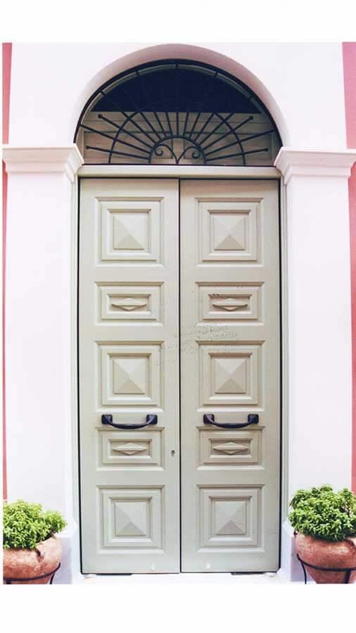 Νεοκλασική πόρτα