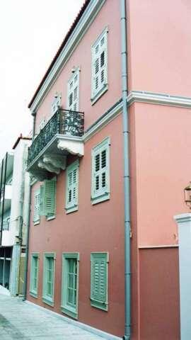 Facade of a building with Venetian design windows