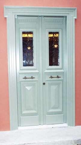 Νεοκλασική πόρτα IROCO μασίφ σε λάκα