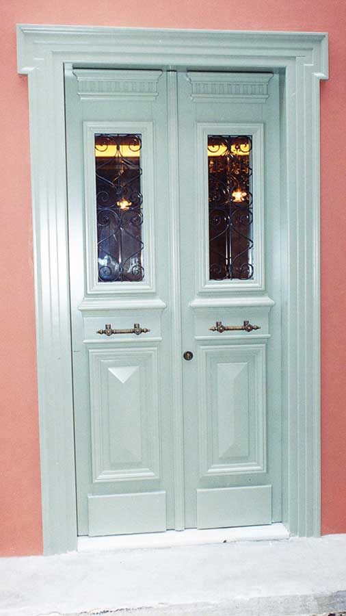 Neoclassic door of solid IROCO in lacquer