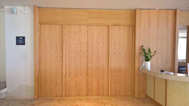 Four-section wooden door made of OAK