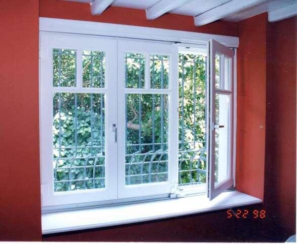 Fenêtre pliante en trois feuilles / a' trois châssis