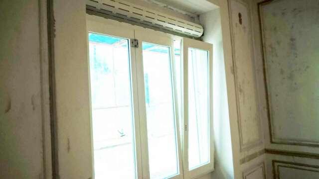 Τρίφυλλο παράθυρο IROCO με βαφή λάκα
