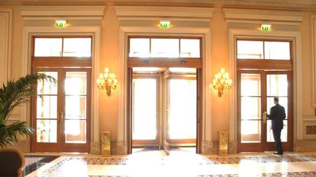 Central doors of OAK